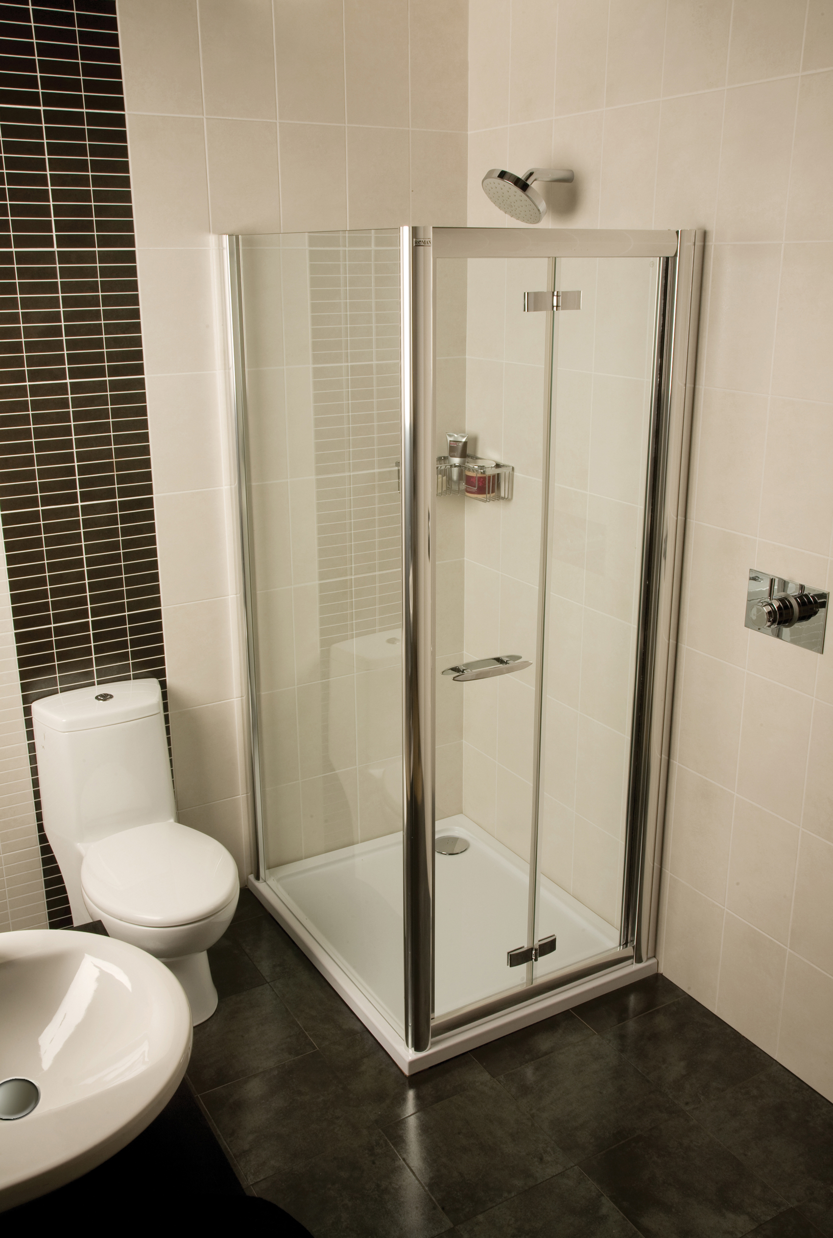 Space saving shower solutions for small bathroom